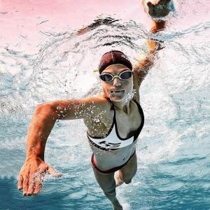 Sieviešu divdaļīgie peldkostīmi