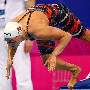 Sieviešu sacensību peldkostīmi